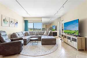 More Details about MLS # SW21138051 : 6717 FRIARS ROAD 60