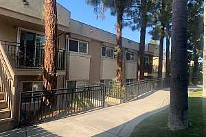 Browse active condo listings in MOUNT HELIX
