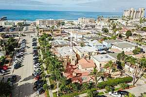 Browse active condo listings in FELSPAR BY THE SEA